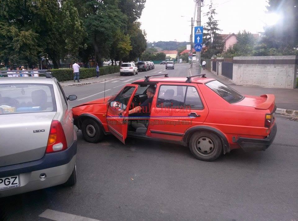 Accident in Piata 14 Iulie! Doua autoturisme s-au tamponat FOTO