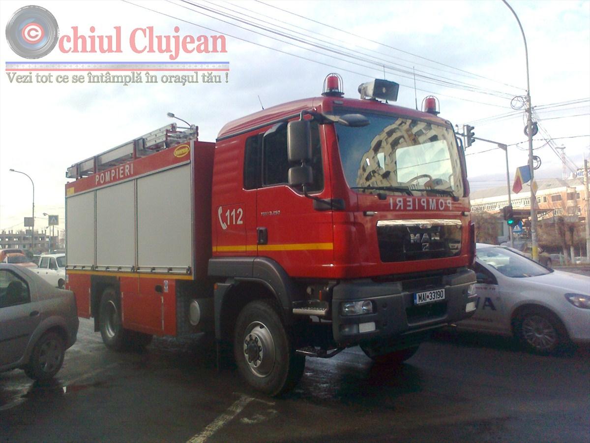 Incendiu in parcarea unui centru comercial din Cluj-Napoca! O masina  a fost distrusa de flacari
