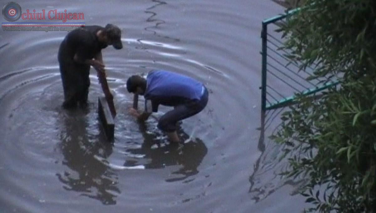 Strada Taberei din Manastur sub ape! Canalizarea a cedat din nou VIDEO