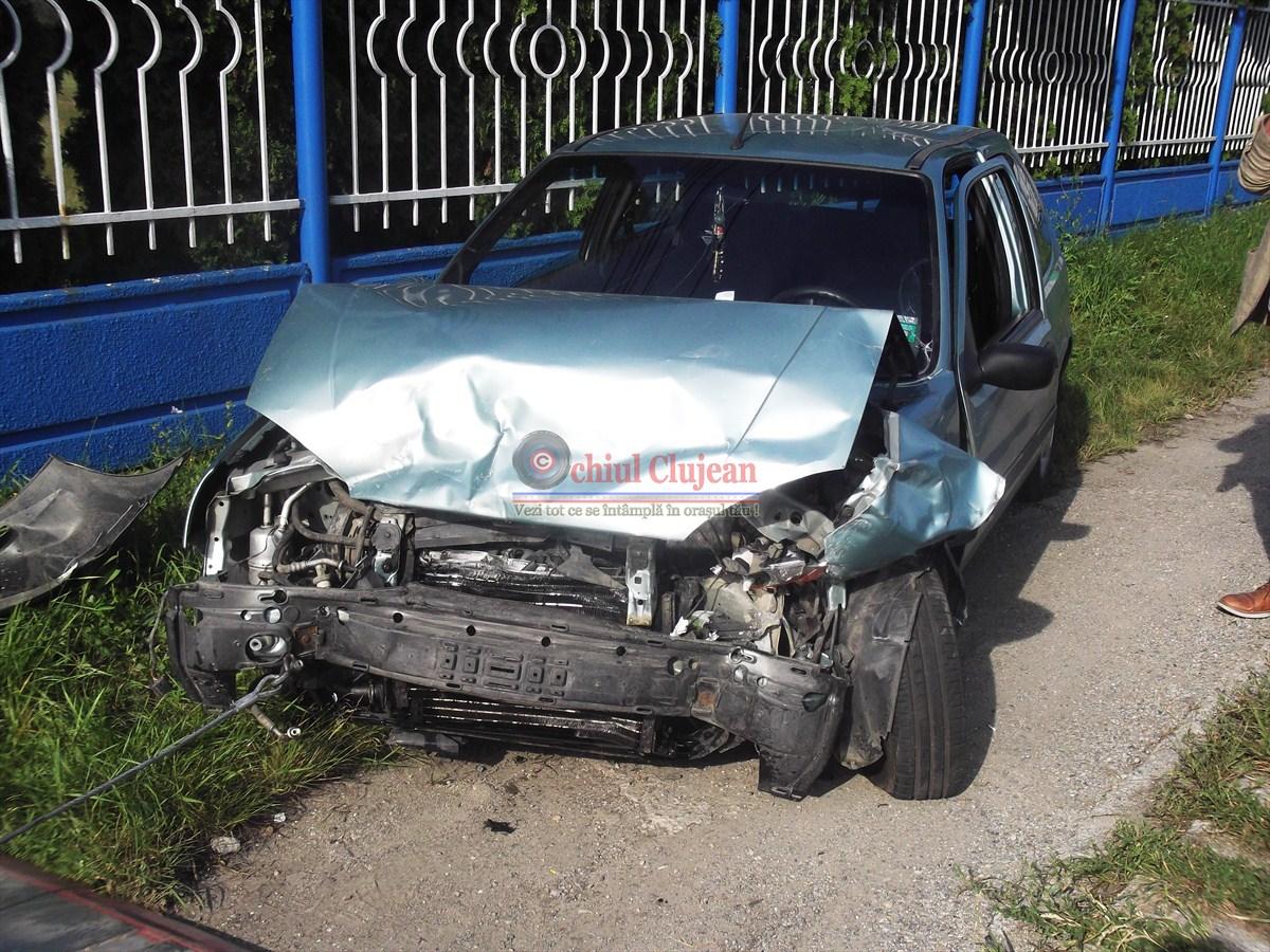Carambol in fata la METRO!  Trei masini sunt implicate in accident, persoane ranite grav FOTO