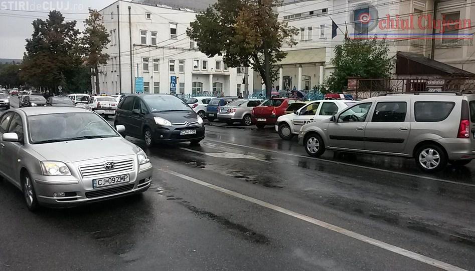Barbat spulberat de un autoturism in timp ce traversa prin loc nepermis strada George Cosbuc. UPDATE- Barbatul a intrat in COMA FOTO