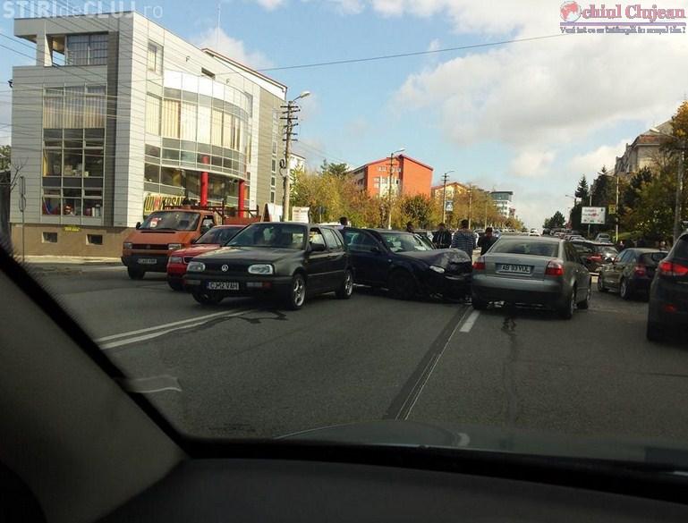 Accident in Zorilor! Mai multe autoturisme avariate pe strada Observatorului din cauza unui sofer neatent FOTO