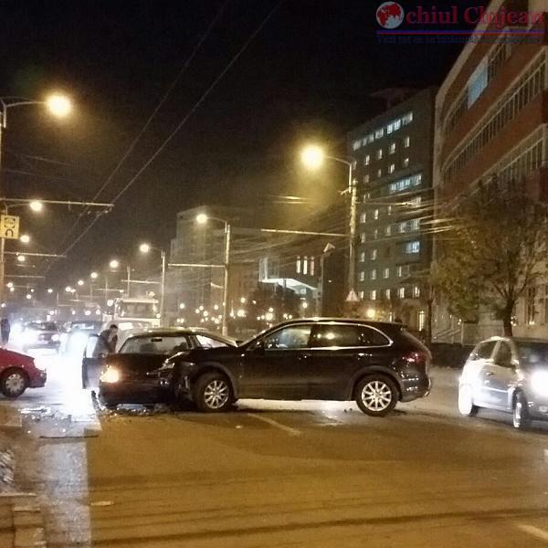 Accident in Gheorgheni! Doua masini s-au ciocnit pe strada Teodor Mihali FOTO