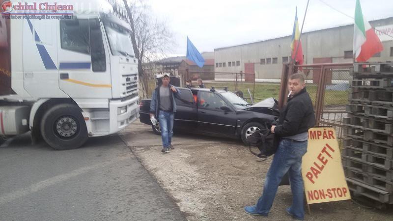 Accident la Jucu! Un sofer a evitat impactul cu un TIR si a ajuns cu masina in gard UPDATE FOTO