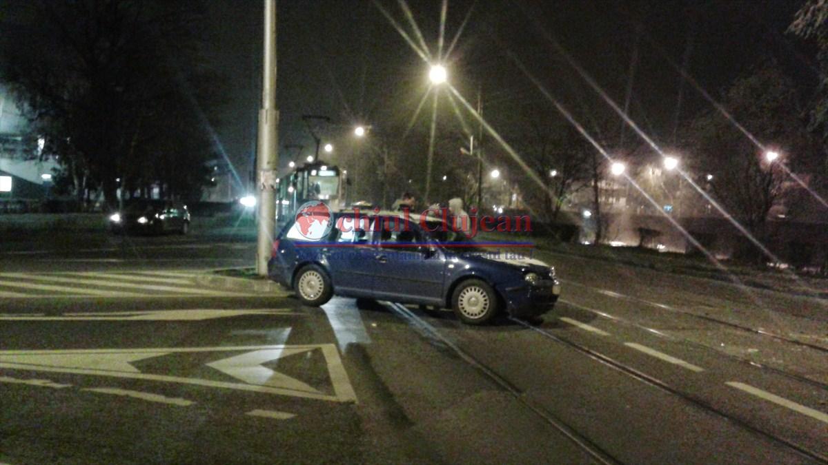 Accident langa Cluj Arena! Doua autoturisme s-au ciocnit din cauza unui sofer care a uitat  sa acorde prioritate FOTO