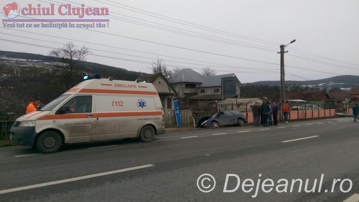 Accident la Bunesti! Un sofer a ajuns cu masina in sant FOTO