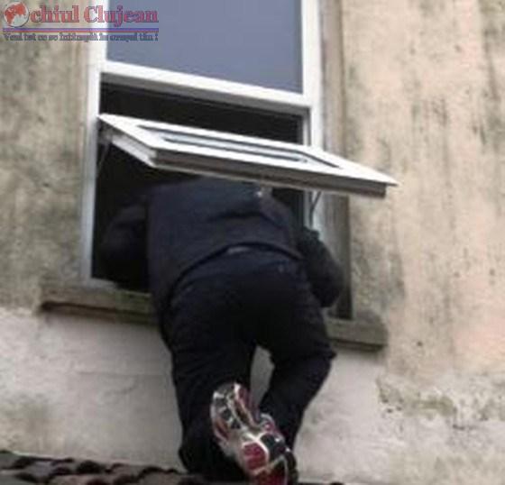 Hoț din locuințe prins de polițiști în Gheorgheni. A furat bijuterii
