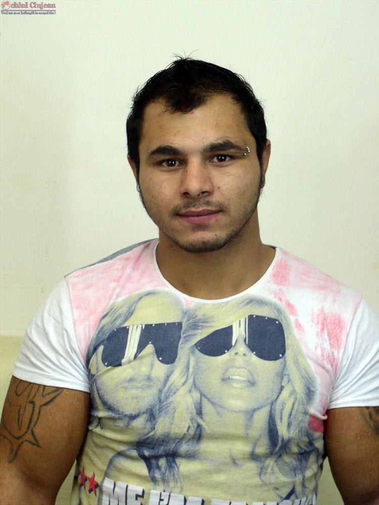 Unul dintre detinutii evadati din arestul IPJ Cluj si-a batut un cui in cap
