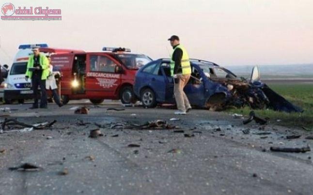 Impact violent intre doua autoturisme pe centura Valcele-Apahida. Cinci persoane au fost ranite