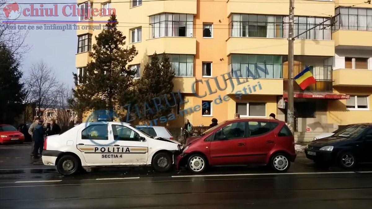 Autospeciala a Politiei implicata in accident in Manastur VIDEO