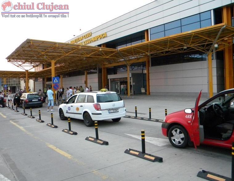 Taximetristii din zona Aeroportului International Cluj, amendati de politisti