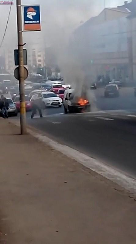 Incendiu in Piata Garii! Un autoturism a fost cuprins de flacari VIDEO