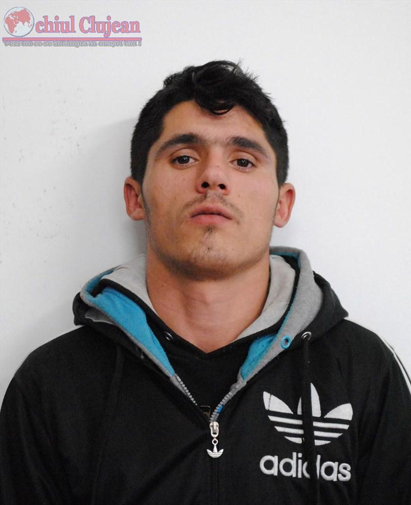 Spargatorul de masini care a evadat de sub escorta politistilor este cautat in Cluj-Napoca UPDATE A fost prins