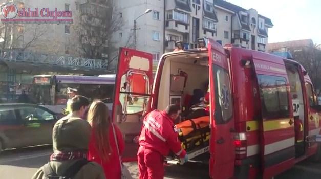 Clujeni loviți de mașini în timp ce traversau strada neregulamentar