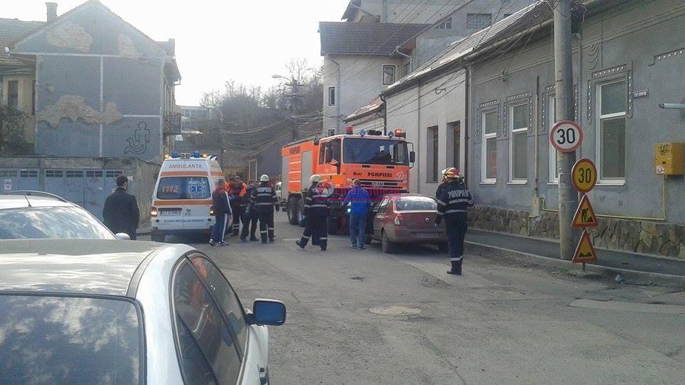 Accident cu doua masini pe strada Campeni! Doua masini s-au ciocnit FOTO