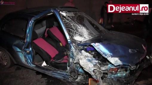 Doua persoane au ajuns la spital dupa ce masina in care se aflau s-a izbit violent de un gard din beton la Dej VIDEO