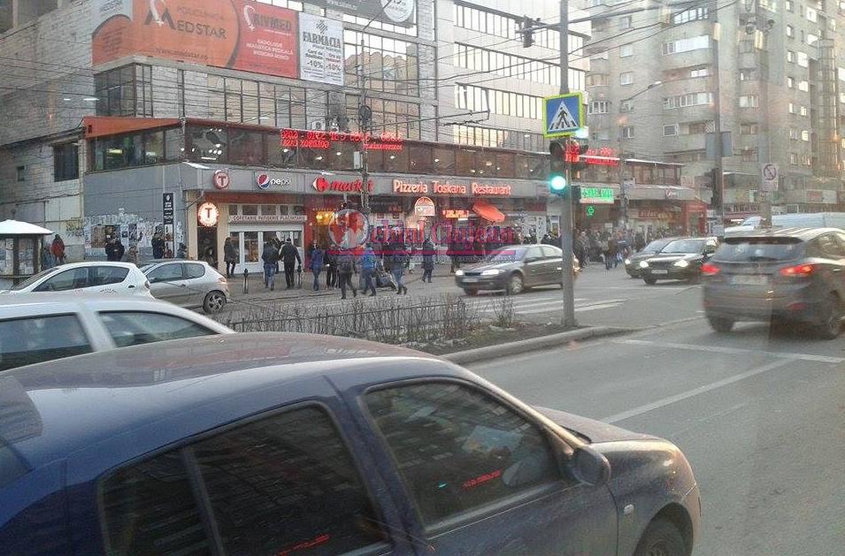 Accident in Piata Marasti! Minora lovita de masina in timp ce  traversa strada pe culoarea rosie