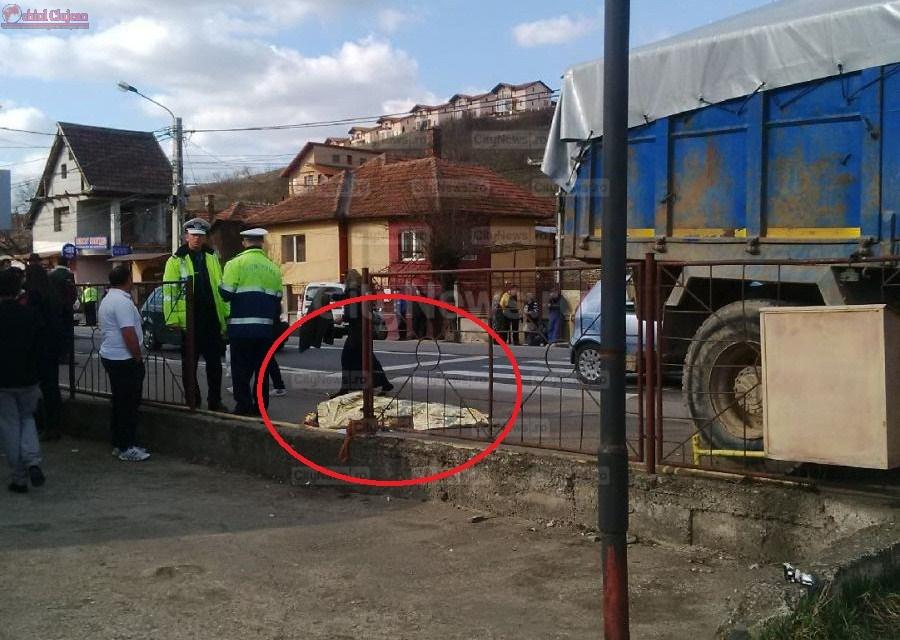 Accident mortal pe Calea Baciului! Fetita de 8 ani spulberata de un camion pe trecerea de pietoni. Era singura la parinti FOTO