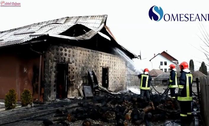 Incendiu la Jucu! Doua case si o alimentara distruse de flacari VIDEO