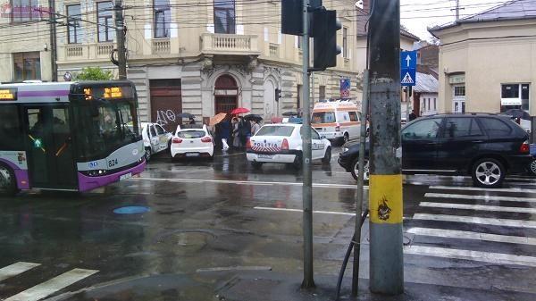 Accident pe Motilor! Taximetru proiectat intr-un stalp FOTO