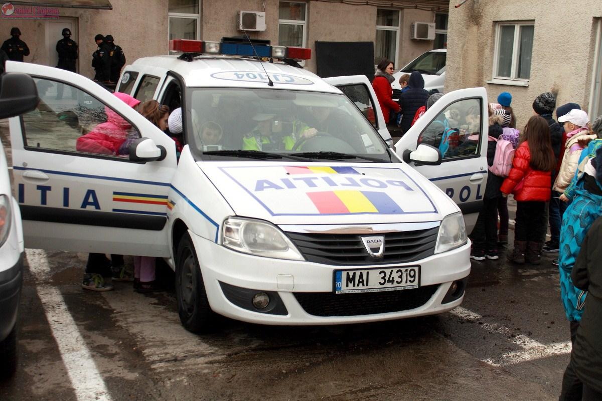"""Scoala altfel"" la IPJ Cluj. Peste 500 de elevi in vizita la Politia Cluj FOTO"