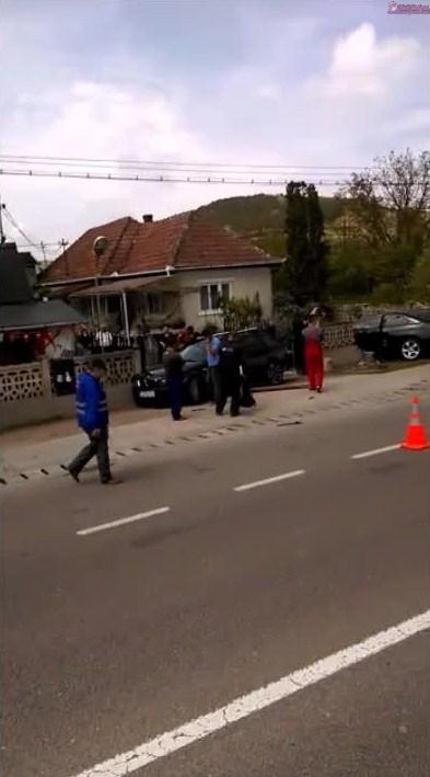 Accident grav la Jucu! Impact violent intre doua autoturisme. O femeie a murit FOTO