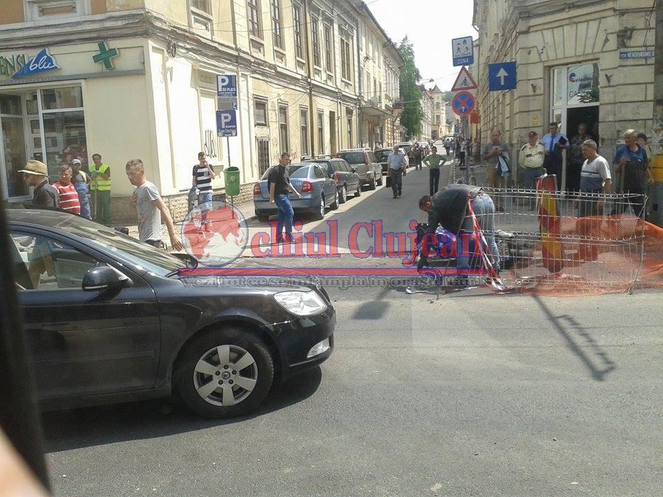 Accident pe Memorandumului! Un motociclist a fost lovit de o mașină  FOTO