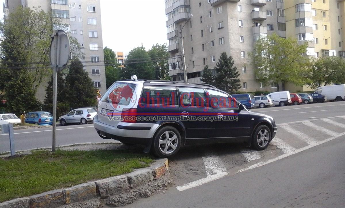 """Clujean : """"Șoferii nu țin cont de nimeni și de nimic atunci când iși parchează mașinile""""GALERIE FOTO"""