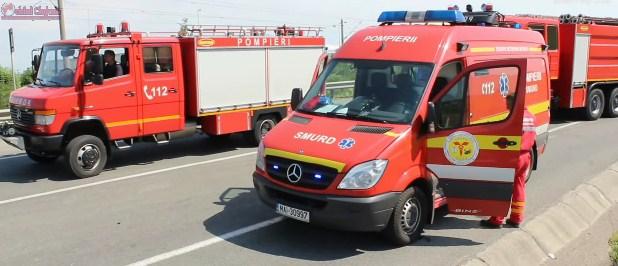 Accident mortal pe un drum din Cluj! Un şofer s-a răsturnat cu mașina și s-a înfipt într-un stâlp de beton