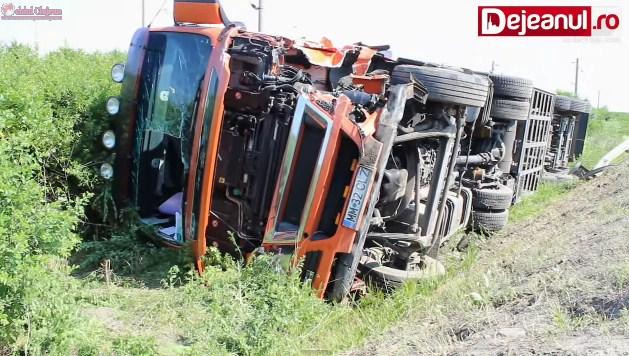 Accident GRAV la Jucu! Impact violent între un autoturism și un TIR . Două persoane au fost rănite FOTO