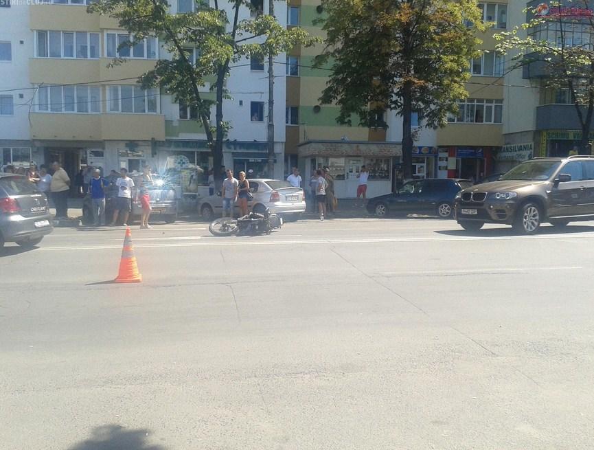 Accident pe Calea Florești! Un taximetrist a intrat într-o motocicletă. Două au fost rănite FOTO-VIDEO