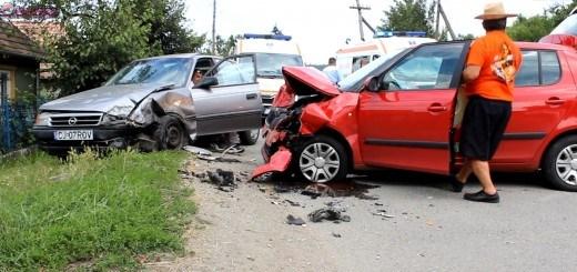 Accident la Fundătura. Două persoane au fost rănite FOTO