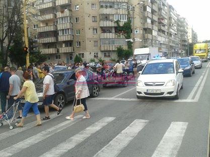 Accident în Mănăstur. Un motociclist a fost lovit de o mașină FOTO