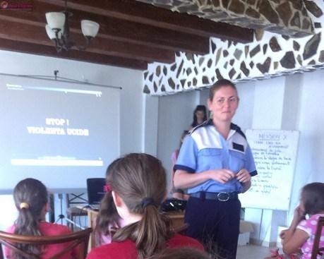 Acțiuni preventive ale polițiștilor clujeni, în tabere școlare