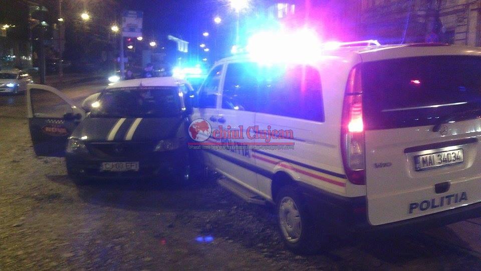 Accident în centrul Clujului! Impact între un taximetrist și o autospecială a Poliției FOTO