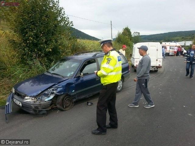 Accident la Fizeșu Gherlii! Un autoturism s-a răstogolit pe șosea VIDEO