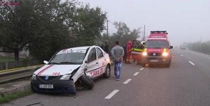 Accident la ieșire din Dej! Impact violent între un taxi și un autoturism VIDEO