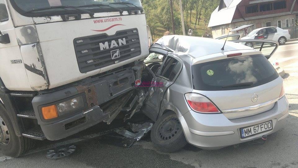 Accident GRAV la Bunești! Trei persoane printre care și un copil de 7 luni au ajuns la spital FOTO