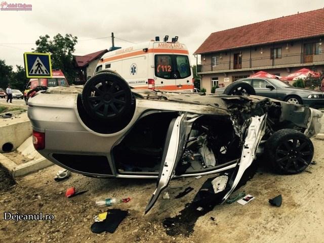 Accident cu cinci victime la Câțcău! Impact violent între două autoturisme VIDEO