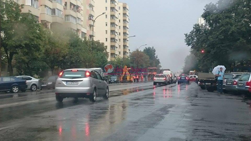 """Clujean: """"Plouă cu galeata și ei asfaltează Calea Florești"""" FOTO"""