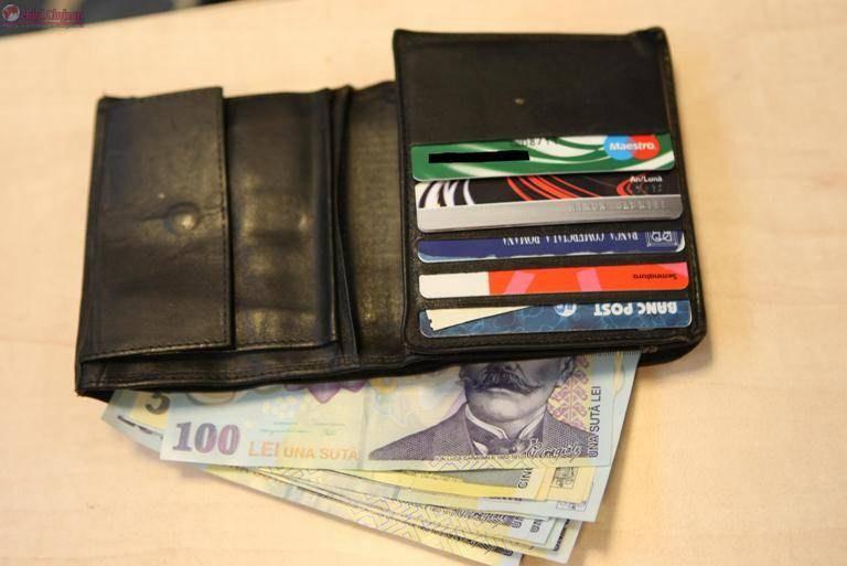 Turda: A furat un portofel plin cu acte și bani dintr-o autotutilitară parcată. Hoțul a fost reținut pentru 24 de ore