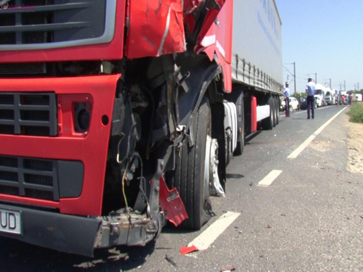 Accident pe Autostrada A3! Impact între două TIR-uri