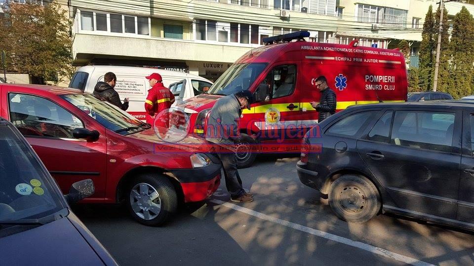 Tânără accidentată de o mașină pe trecerea pentru pietoni pe strada București -FOTO
