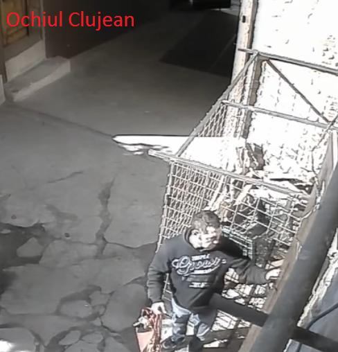Hot suprins de camere în timp ce fura o geantă dintr-un local din centrul Clujului, prins de polițiști – VIDEO