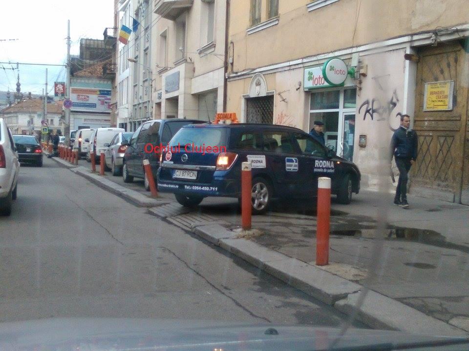 Clujean: Trotuarele de pe strada Regele Ferdinand, transformate in locuri de parcare  FOTO