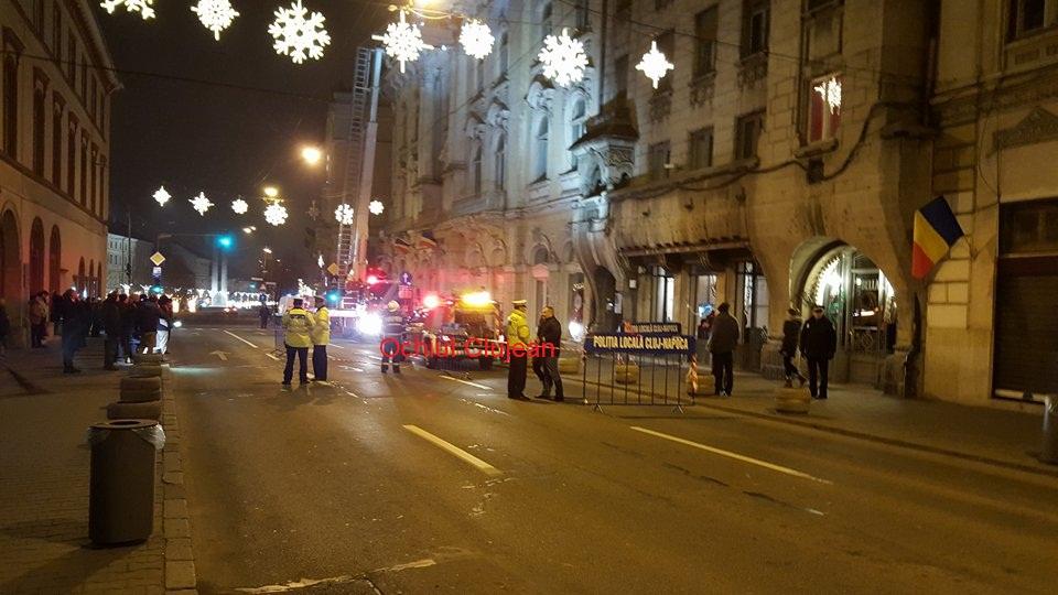 O tanara a ajuns la spital dupa ce i-a cazut in cap un ornament de pe hotelul Continental – FOTO