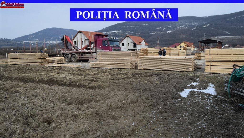 Sancțiune de 10.000 de lei pentru o firmă din Cășeiu. Peste 51 de metri cubi de cherestea au fost confiscați de polițiști – FOTO