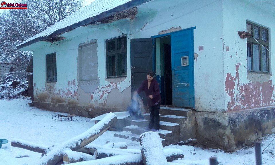 ȘOCANT! 5 copii din judetul Cluj, chinuiți de sărăcie. Cum au ajuns să traiască într-o școală dezafectată VIDEO