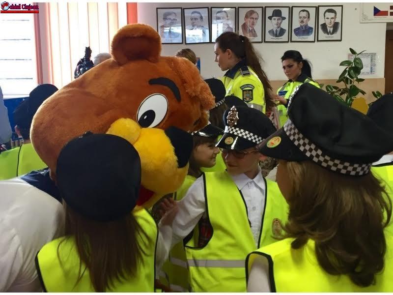"""Polițiștii clujeni desfășoară activități în cadrul proiectului """"ȘCOALA SIGURANȚEI TEDI"""" – FOTO"""