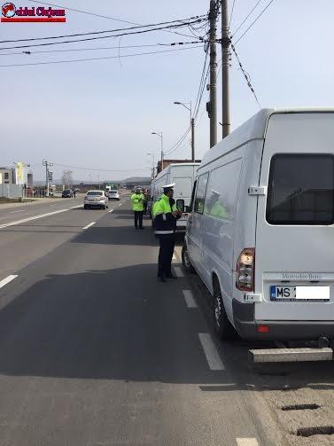 Cluj: Acțiuni ale polițiștilor rutieri pentru combaterea ilegalităților în domeniul transporturilor rutiere de mărfuri și persoane. Polițiștii au dat amenzi în valoare de 27.000 de lei FOTO
